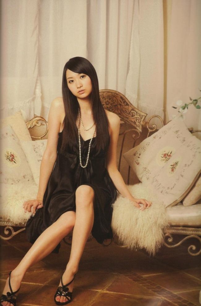 ファッションモデルの戸松遥さん